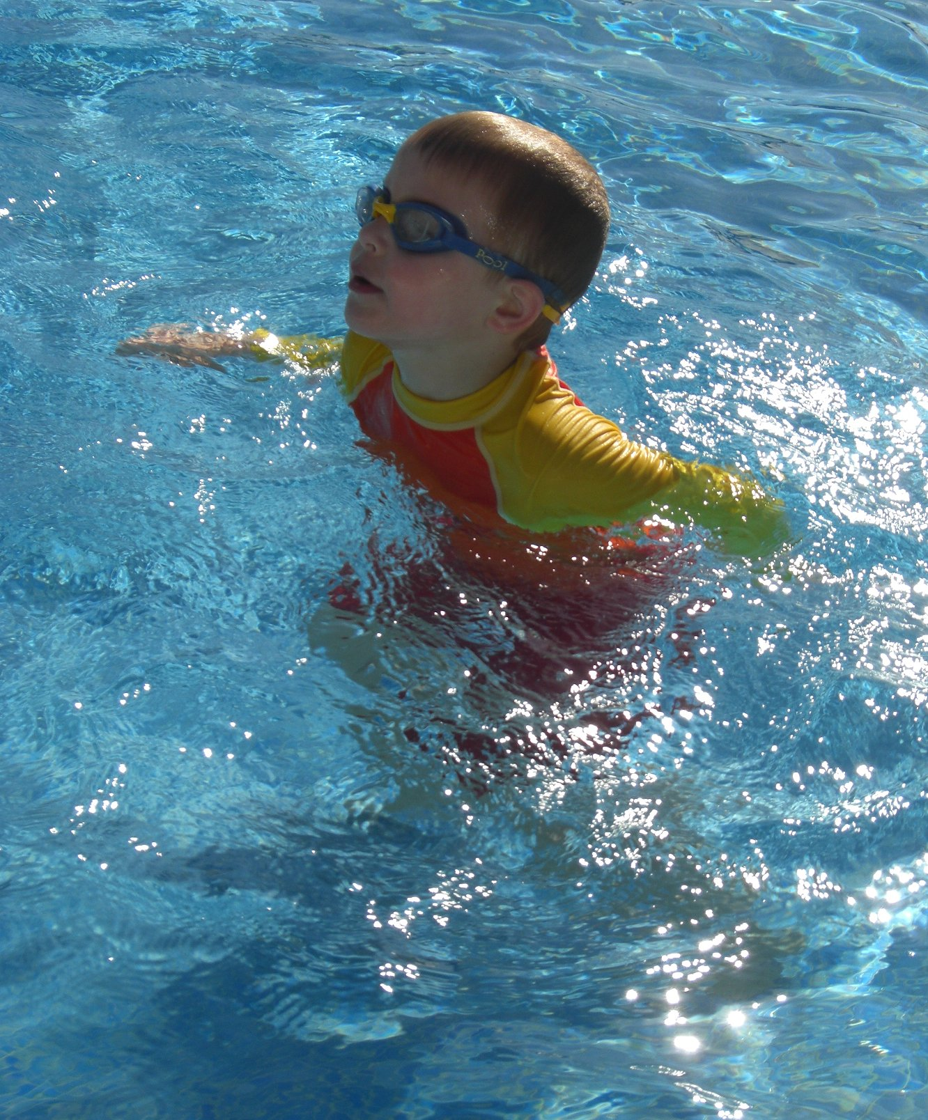 Childrens long sleeve rash vest north coast wetsuits for Rash after swimming in pool pictures